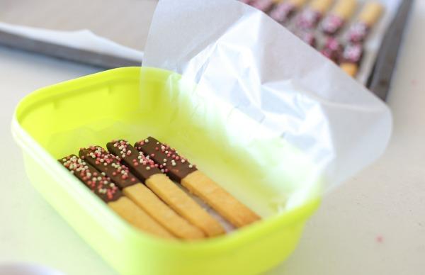 האם אפשר לשמור עוגיות מצופות בשוקולד במקפיא - טיפים פרקטיים - הבלוג של אשת סטייל (צילום: טליה הדר)
