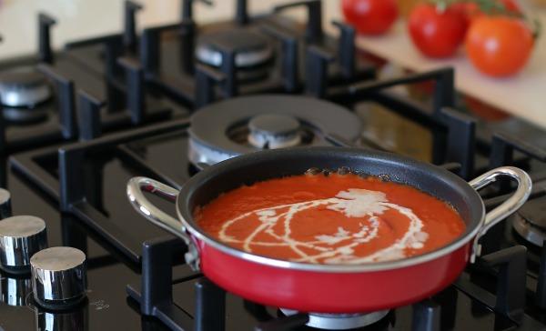 איך מכינים רוטב רוזה לפסטה שילדים אוהבים | הבלוג של EshetStyle (צילום: טליה הדר)