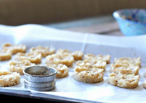 איך להכין לביבות כרובית בתנור ללא טיגון_הבלוג של אשת סטייל_מתכונים קלים עם כרובית_ EshetStyle.com (צילום: טליה הדר)