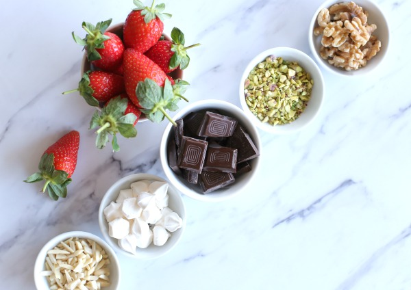 תותים מצופים בשוקולד_מתכון קל_קינוח פשוט ומרשים_אירוח בסטייל - הבלוג של אשת סטייל EshetStyle (צילום: טליה הדר)