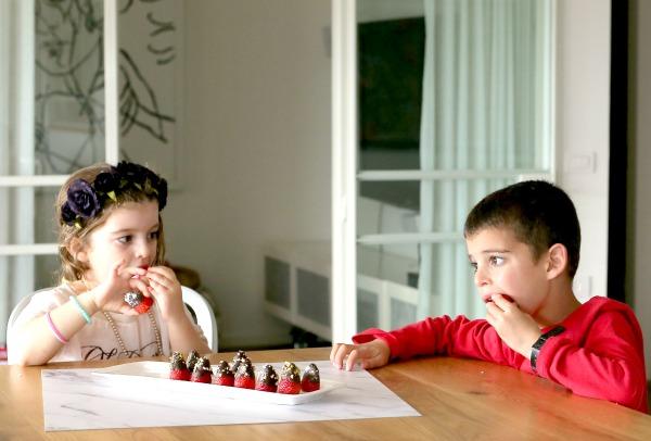 תותים מצופים בשוקולד שילדים אוהבים_הבלוג של אשת סטייל_צילום: טליה הדר