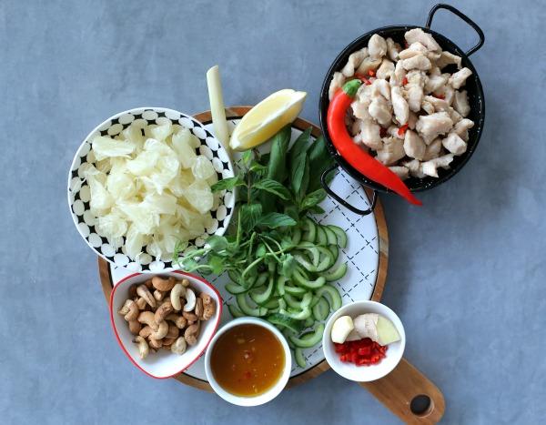 רכיבים להכנת סלט עוף ופומלה תאילנדי מושלם במיוחד_מתכון קל_הבלוג של אשת סטייל (צילום: טליה הדר)