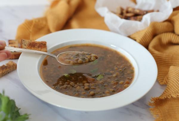 איך להכין מרק עדשים_מתכון קל_הבלוג של אשת סטייל EshetStyle.com (צילום: טליה הדר)