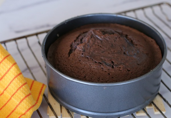עוגת שוקולד בלי מיקסר_עוגת יום הולדת_מתכון קל_אשת סטייל (צילום: טליה הדר)