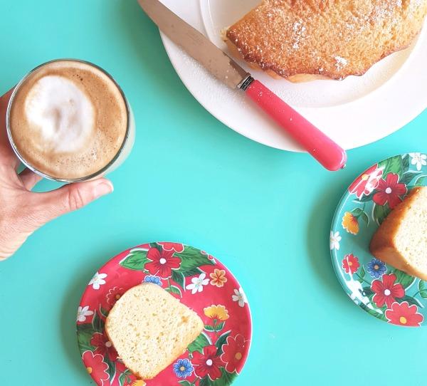 עוגת אקטימל לימונית_מתכון קל לעוגה בחושה_עוגת לימון_מתכון וצילום: טליה הדר_אשת סטייל