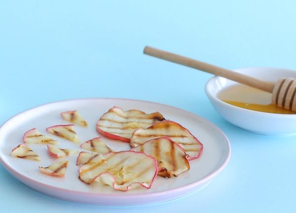 איך להכין תפוחים צרובים ומקורמלים_תוספת מתוקה לכל מנה_אירוח בסטייל (צילום: טליה הדר)