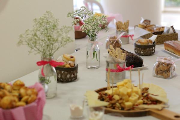 עיצוב יום הולדת לילדים_יום הולדת וורוד ולבן_אירוח בסטייל_צילום: טליה הדר
