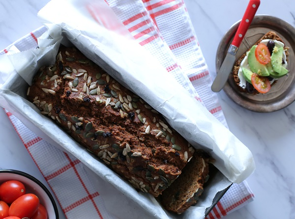 לחם כוסמין ביתי_איך להכין לחם ללא התפחה_לחם עגבניות מיובשות_אירוח בסטייל_צילום ומתכון: טליה הדר אשת סטייל