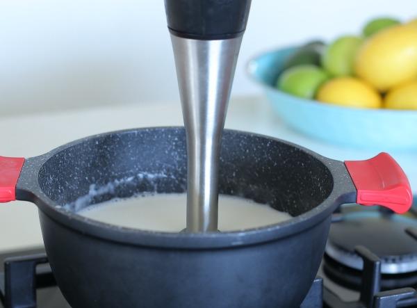 כל השלבים איך להכין מלבי טבעוני_אירוח בסטייל_צילום ומתכון: טליה הדר מהבלוג אשת סטייל