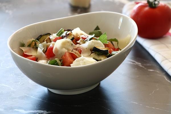 פסטה זוקיני עגבניות ומוצרלה_אירוח בסטייל_מתכונים קלים_צילום ומתכון: טליה הדר אשת סטייל